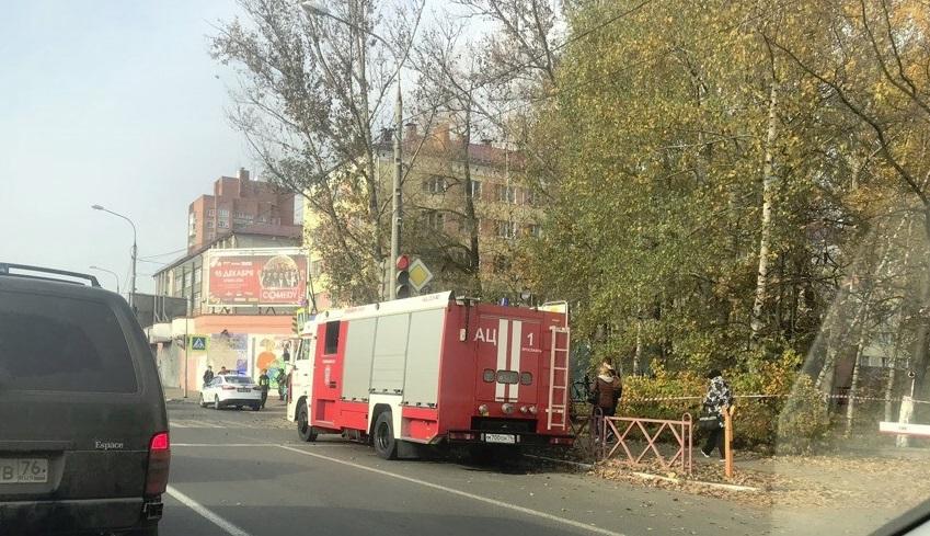 Здание Пенсионного фонда в центре Ярославля оцеплено