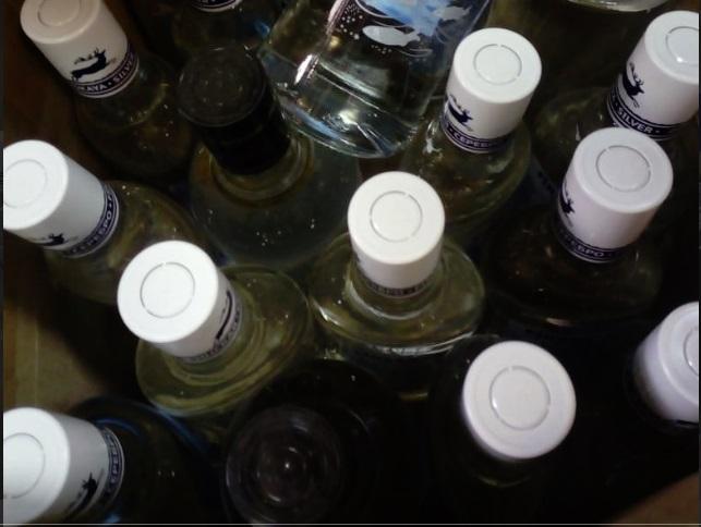 Более 20 литров контрафактной водки изъяли в ларьках Ярославля