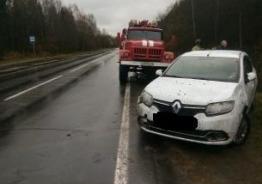 В Рыбинском районе опрокинулась иномарка: пострадал водитель