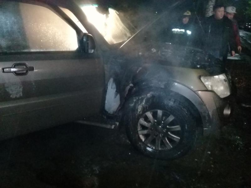 За ночь в Ярославле сгорели внедорожник и грузовик