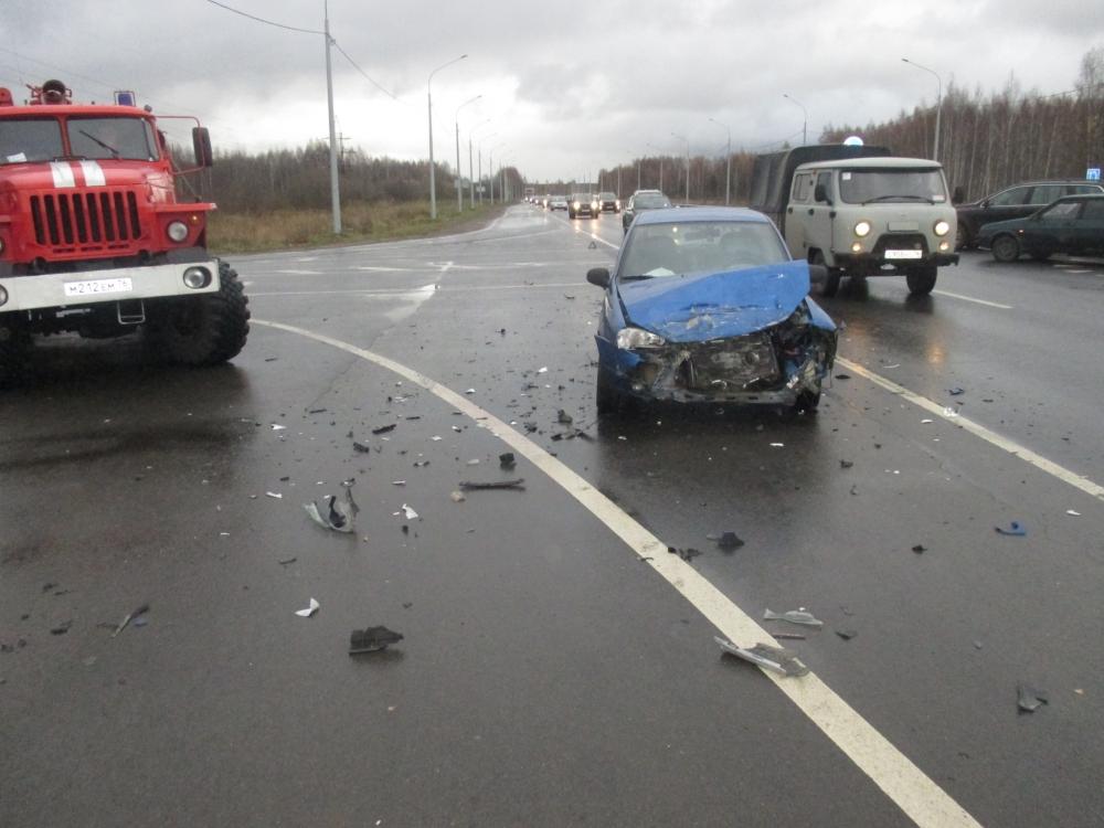 В Ярославле в ДТП на окружной дороге пострадал водитель иномарки