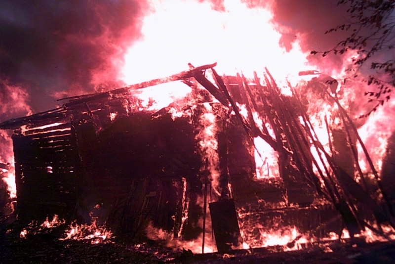 При пожаре в СНТ под Ярославлем погиб 56-летний мужчина