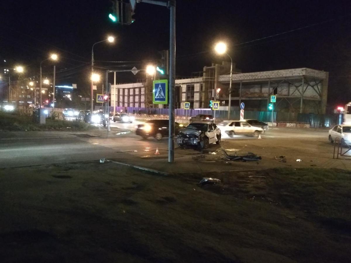 В центре Ярославля столкнулись две иномарки: двое раненых