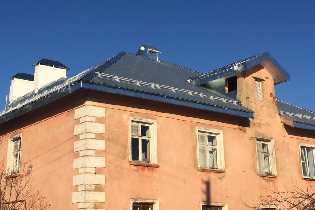 В селе Варегово комиссия приняла после капитального ремонта крышу многоквартирного дома