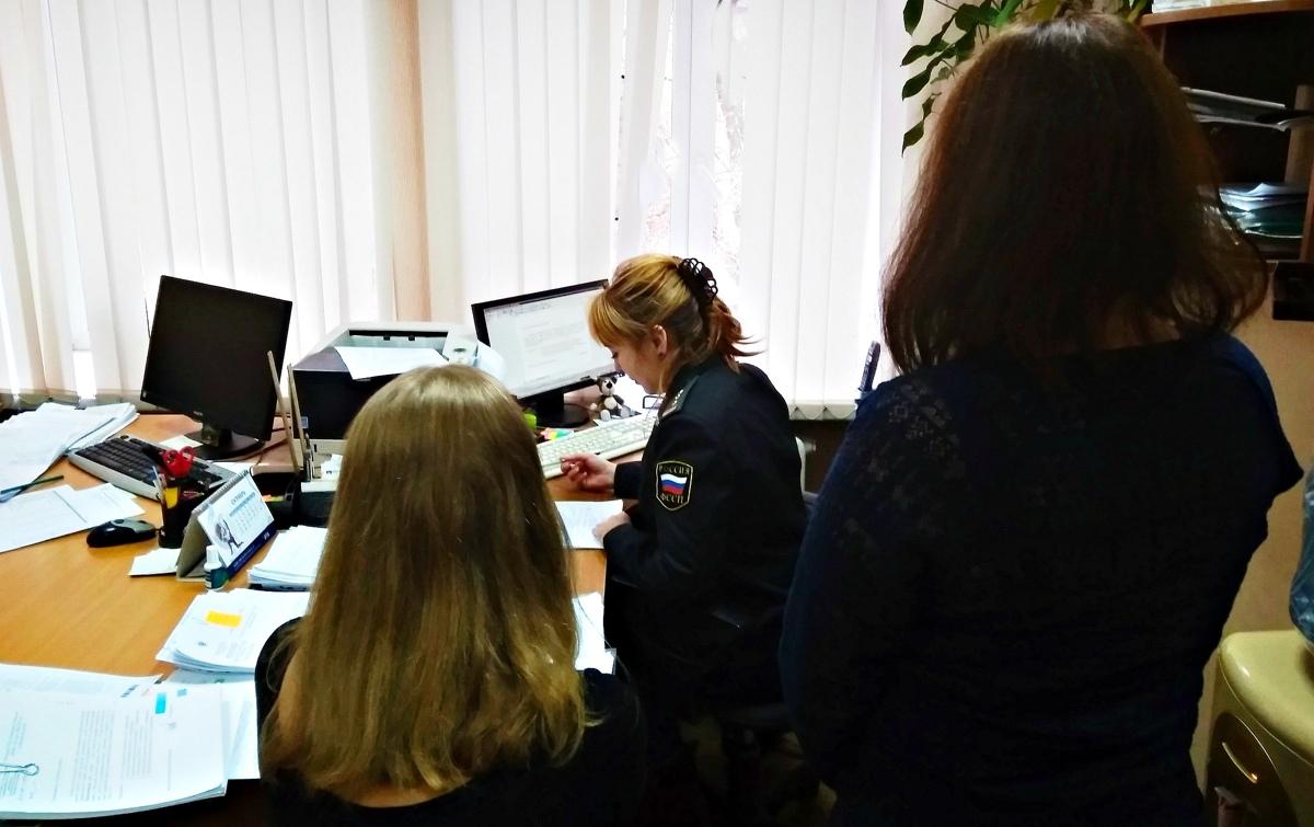 В Ярославской области две женщины выплатили более 300 тысяч рублей долга из-за страха ареста имущества