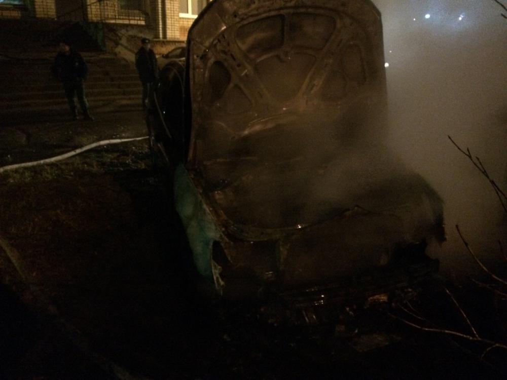 В Рыбинске дотла сгорела иномарка