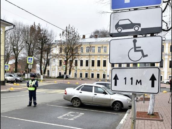 В Ярославле прошел рейд по соблюдению правил парковки на местах для инвалидов