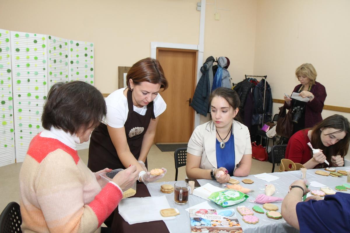 Ярославна организовала мастер-классы по росписи пряников