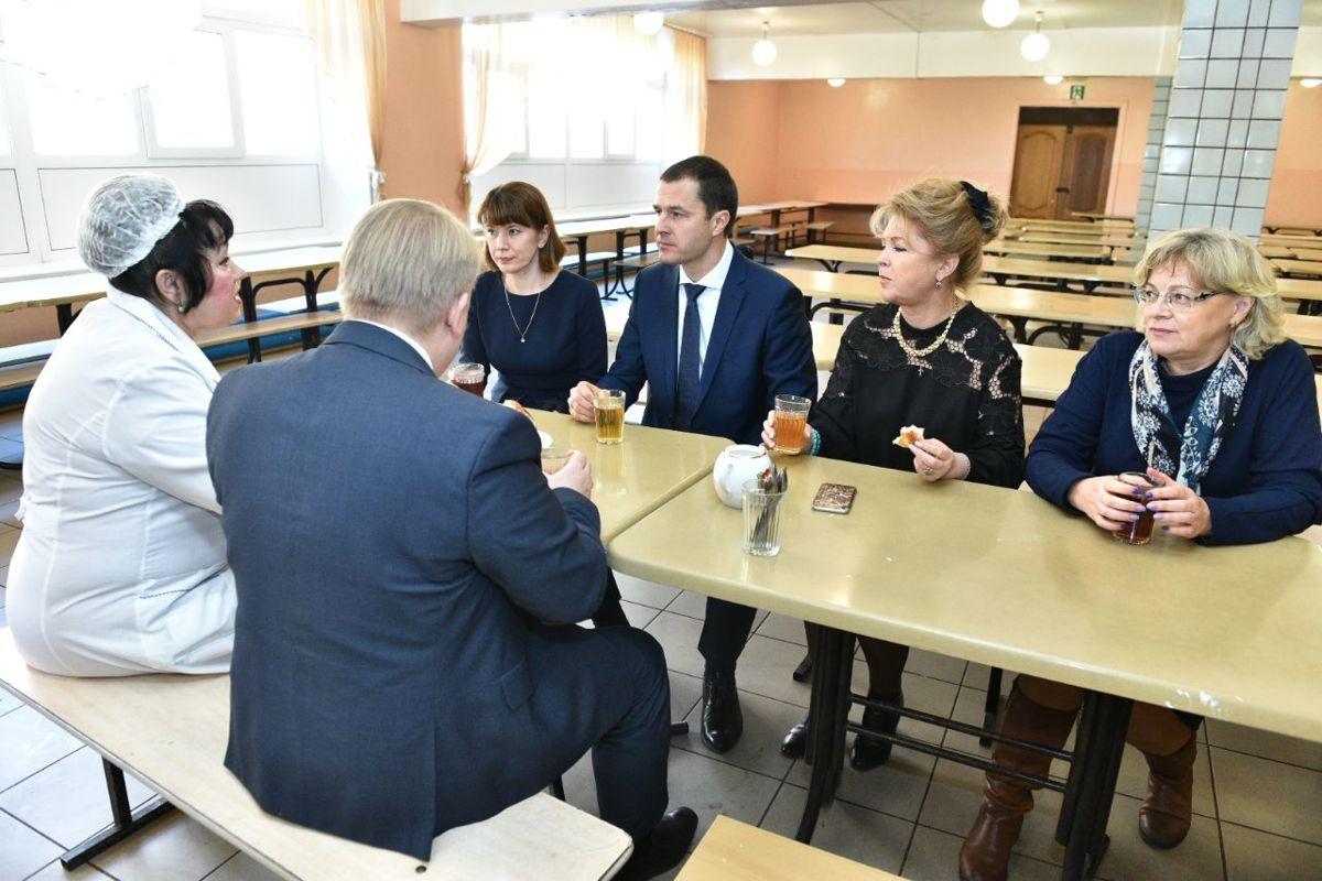 И. о. мэра посетил с проверкой школьную столовую в Ярославле после жалобы местной жительницы