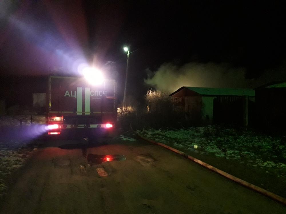 В крупном пожаре в Ярославле один человек погиб, один пострадал