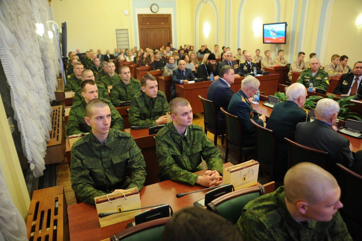 19 ярославских призывников отправляются служить в Президентский и Преображенский полки