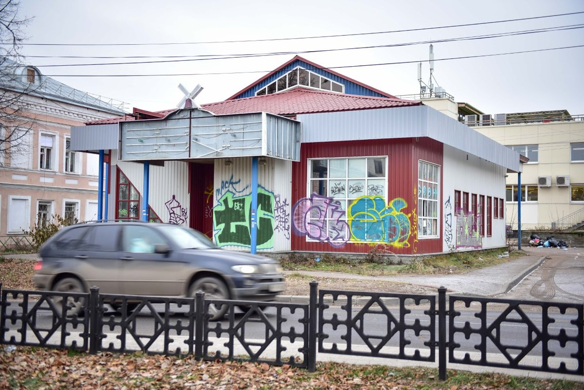 В центре Ярославля сносят магазин