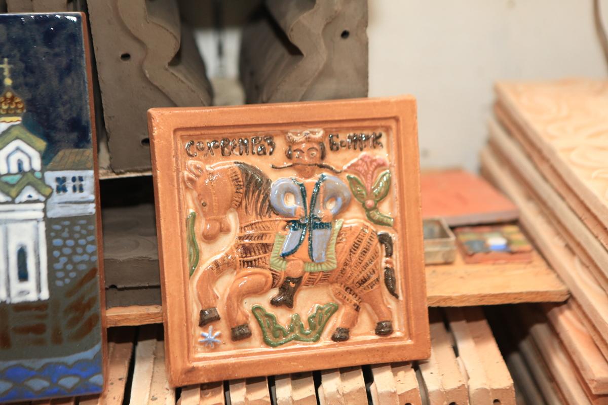 Господин оформитель. Член Союза художников России из Ярославля создал яркую коллекцию авторских работ из керамики