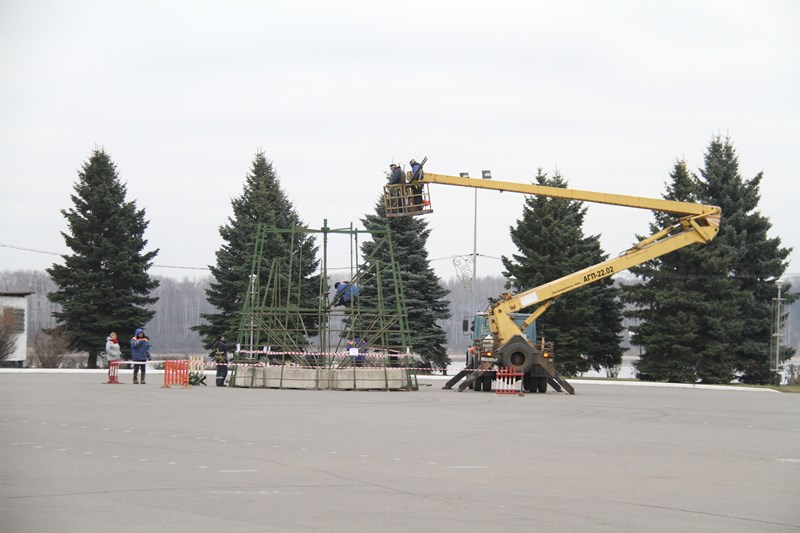 В Рыбинске перед новогодними праздниками установят 15 елей: адреса
