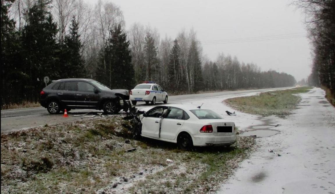 Два человека пострадали в крупном ДТП на трассе М8 под Ярославлем