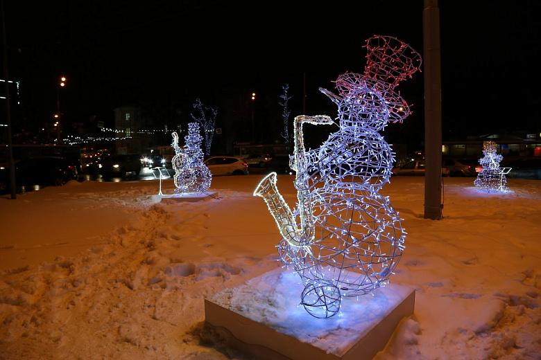 Снеговики-музыканты и камин с подарками: 34 инсталляции украсят Ярославль к Новому году
