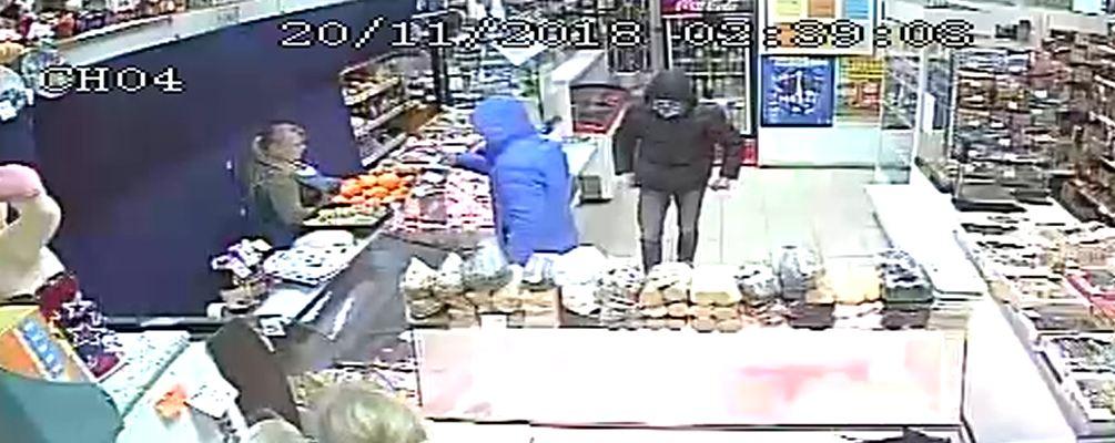 В Ярославской области двое парней ограбили продуктовый магазин