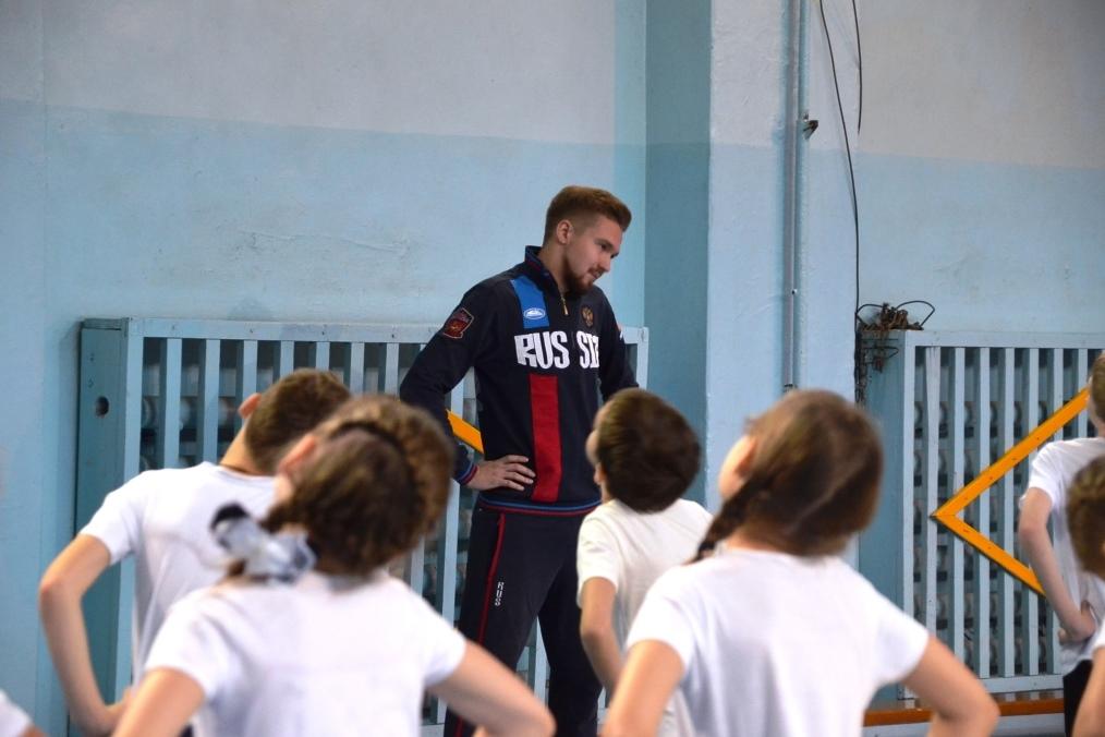 Член сборной России провел зарядку для ярославских школьников