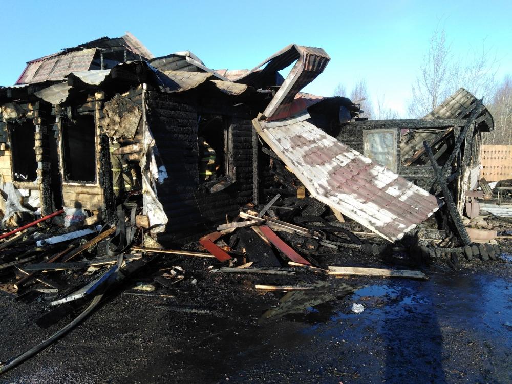 На трассе М8 в Ярославской области горит придорожное кафе