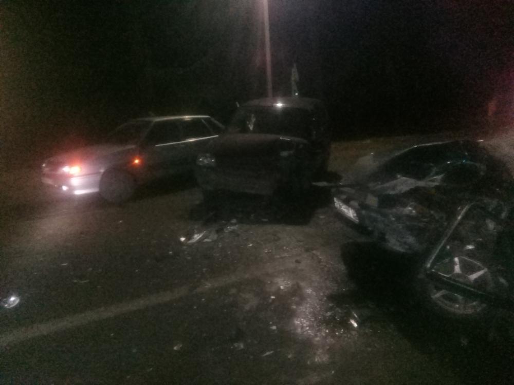 Три человека пострадали в тройном ДТП в Ярославской области