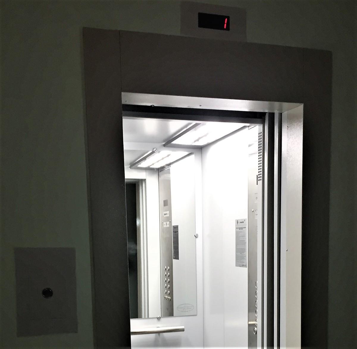 В Ярославле введены в эксплуатацию первые лифты, замененные по программе капитального ремонта