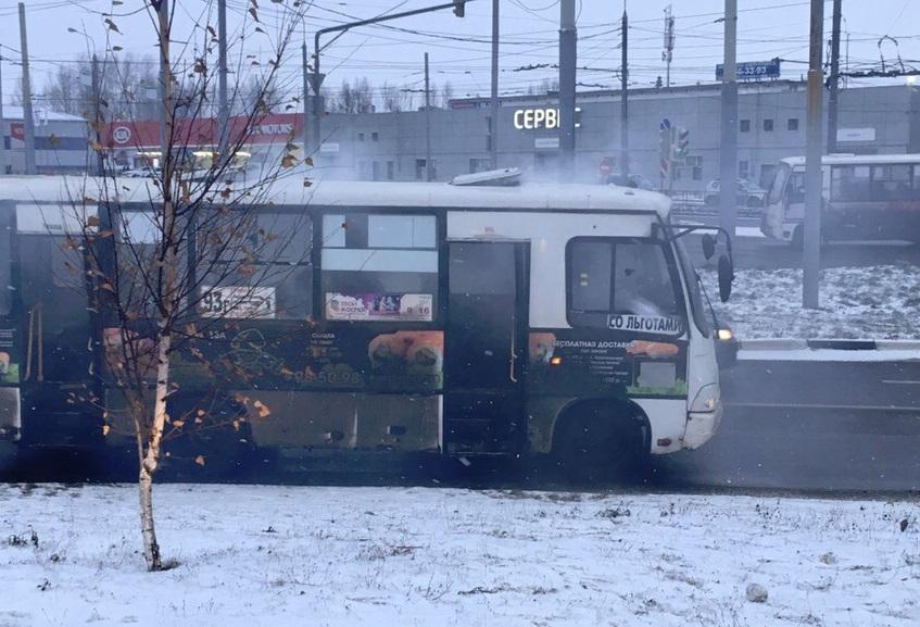 В Ярославле задымилась маршрутка с пассажирами
