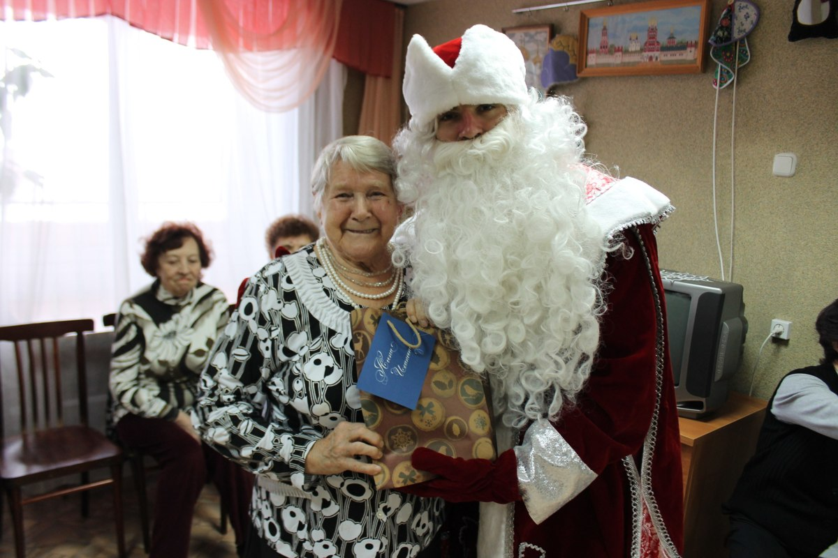 В Ярославле началась акция по сбору подарков для одиноких пенсионеров