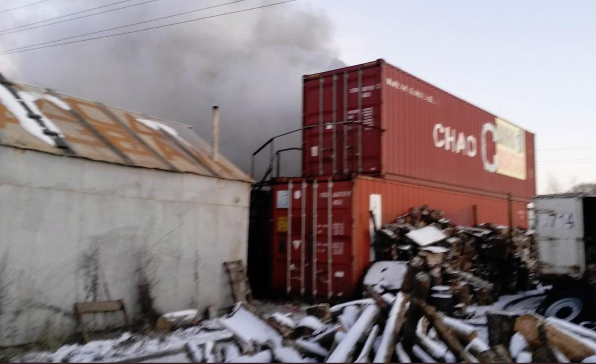 Недалеко от железнодорожного вокзала в Ярославской области произошел пожар