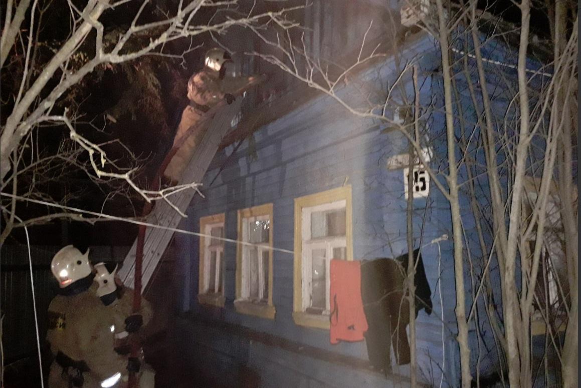 В Ярославле произошел пожар в доме, в котором находились пятеро детей
