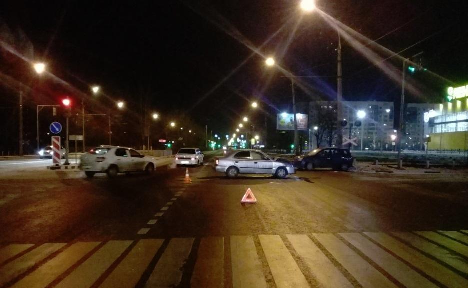 Два человека пострадали в ДТП на Ленинградском проспекте в Ярославле