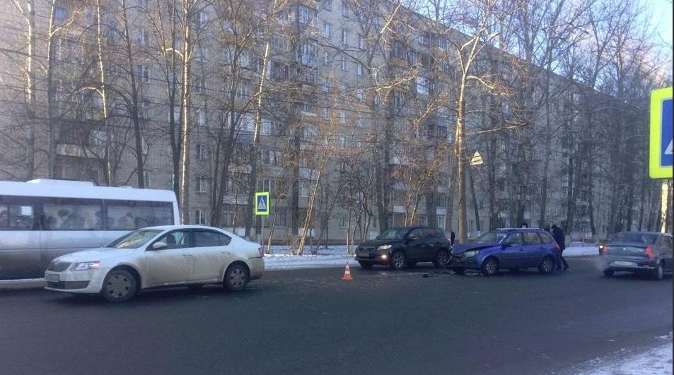 Пятилетний ребенок и 17-летняя девушка пострадали в ДТП в Ярославле