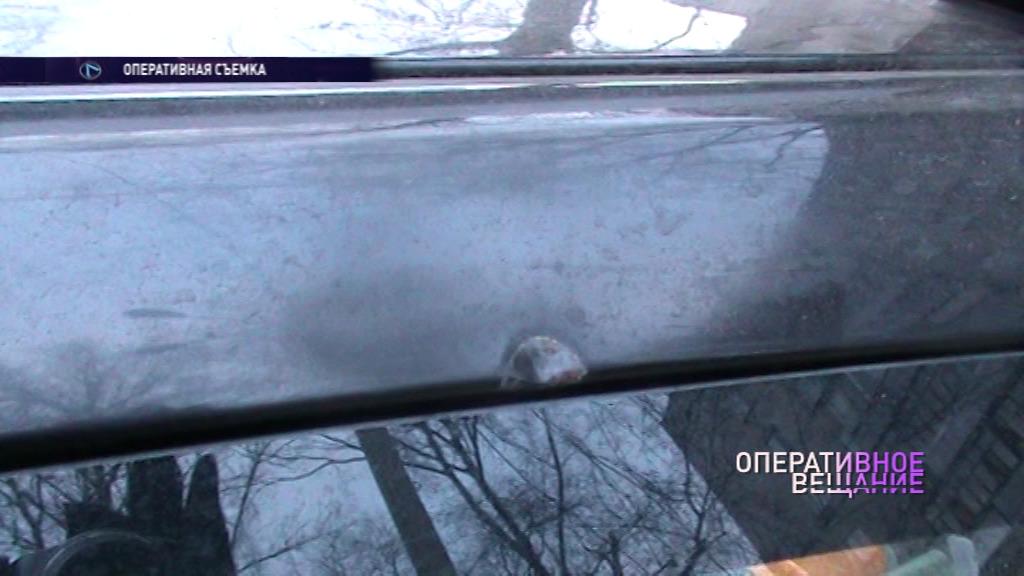 В Ярославле неизвестный расстреливает автомобили