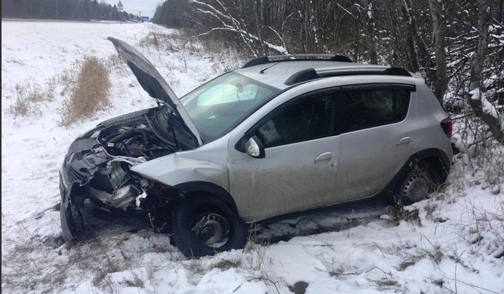 При лобовом столкновении в Ярославской области пострадал человек