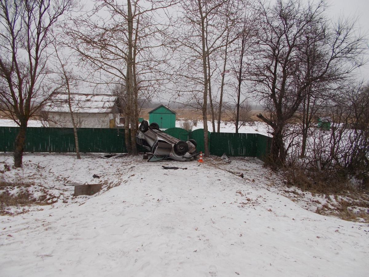 Под Ярославлем иномарка перевернулась в кювет: погибла женщина