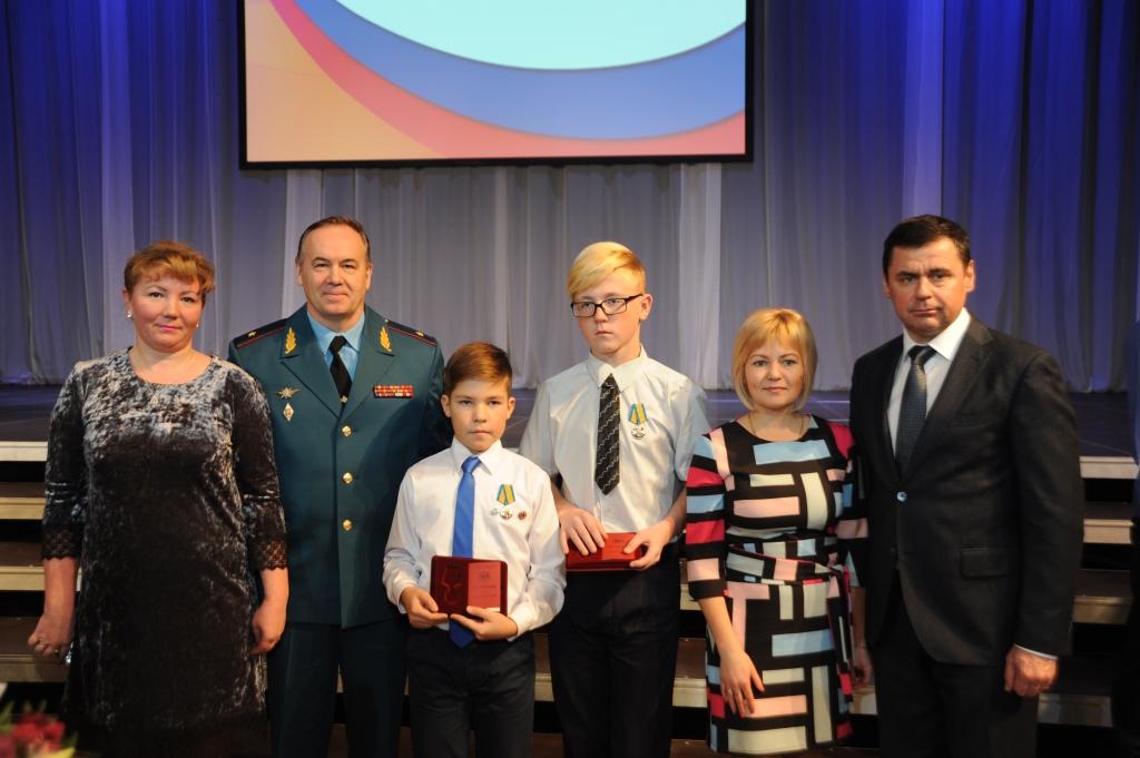В Ярославле подростков наградили за спасение тонущего мальчика