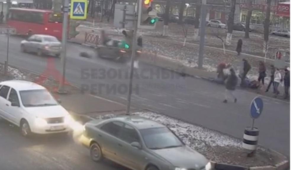 Полиция просит откликнуться очевидцев ДТП на Московском проспекте, где внедорожник сбил четырех пешеходов