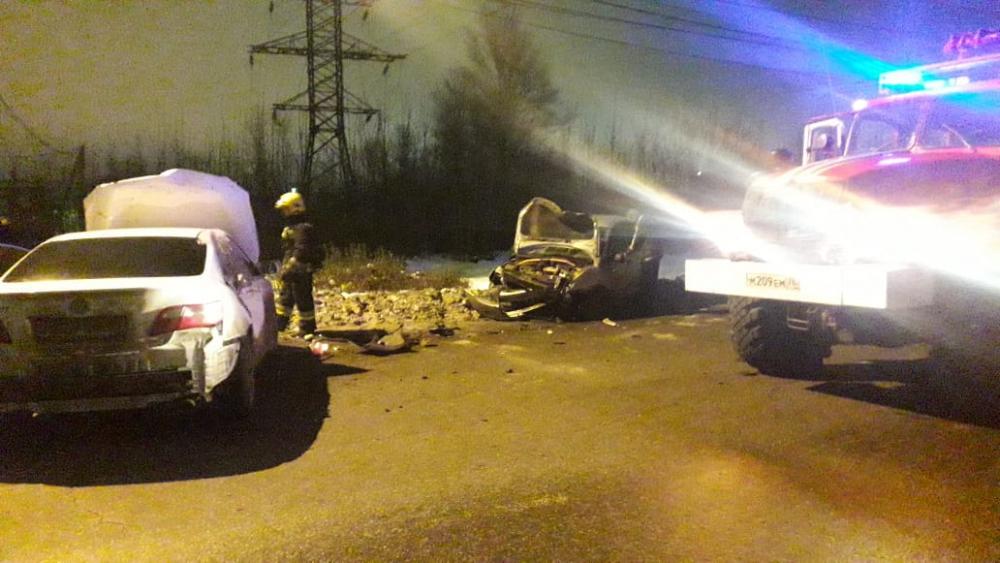 В крупном ДТП у АЗС в Ярославле пострадал человек