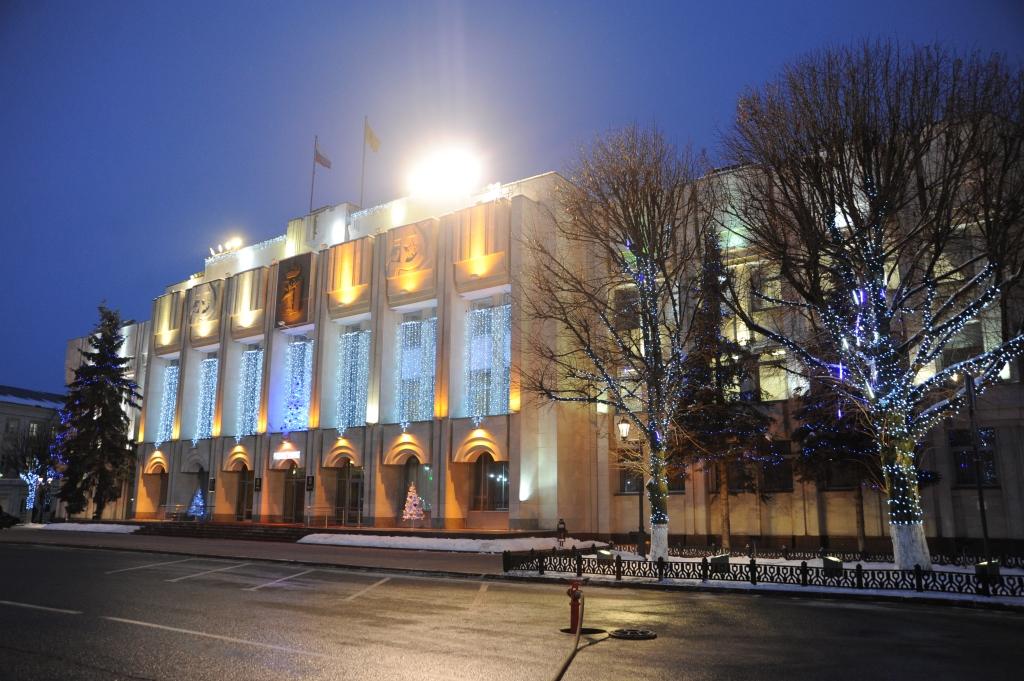 В центре Ярославля открылись новогодняя ярмарка и ледовый каток: фото