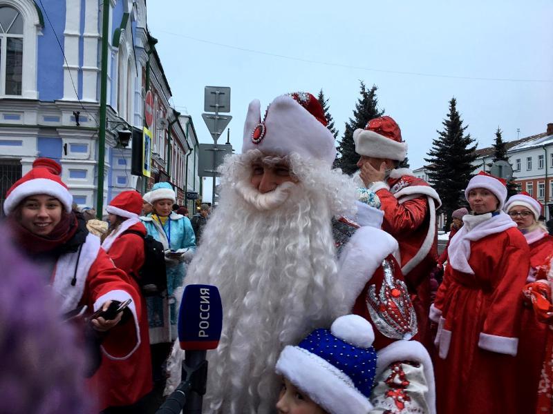 В «НаШествии Дедов Морозов» приняли участие более двух тысяч новогодних волшебников