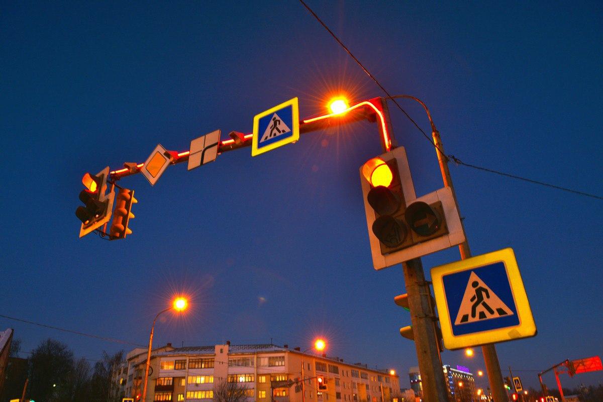 На улицах Ярославля устанавливают светофорные консоли