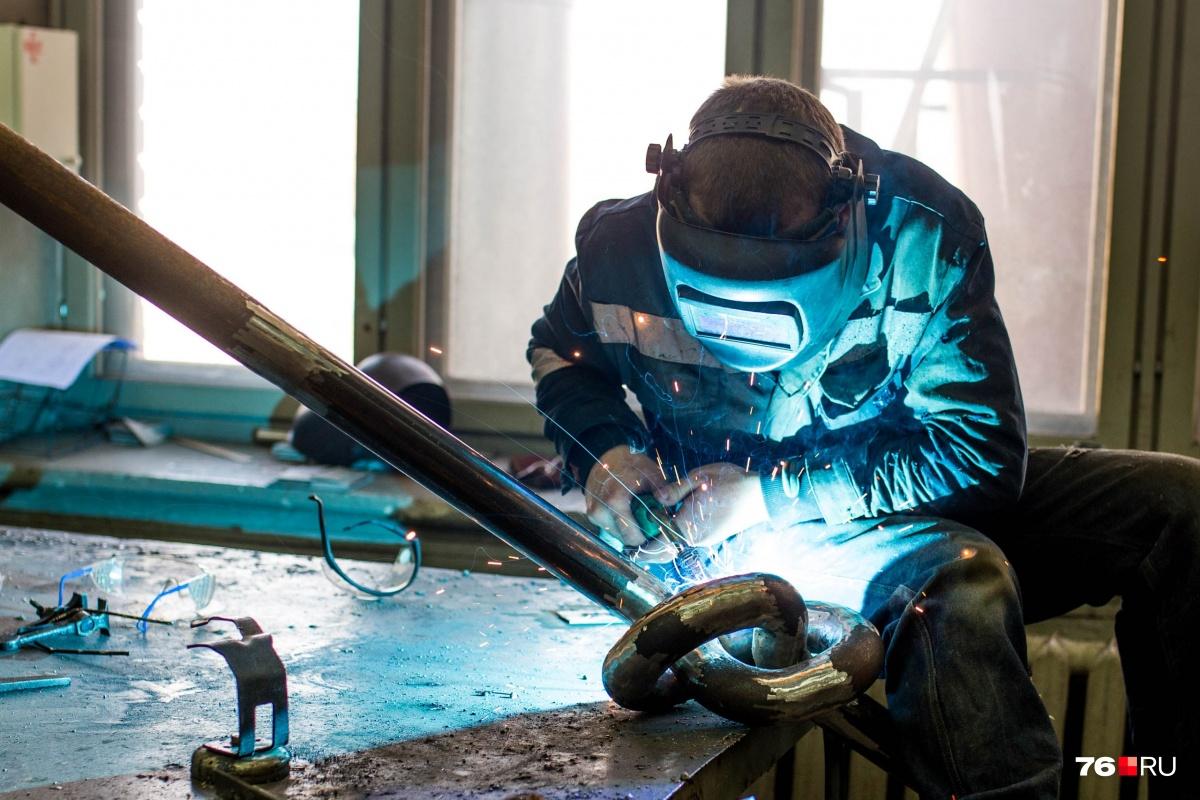 Работы очень много: кто больше всех получает в Ярославской области