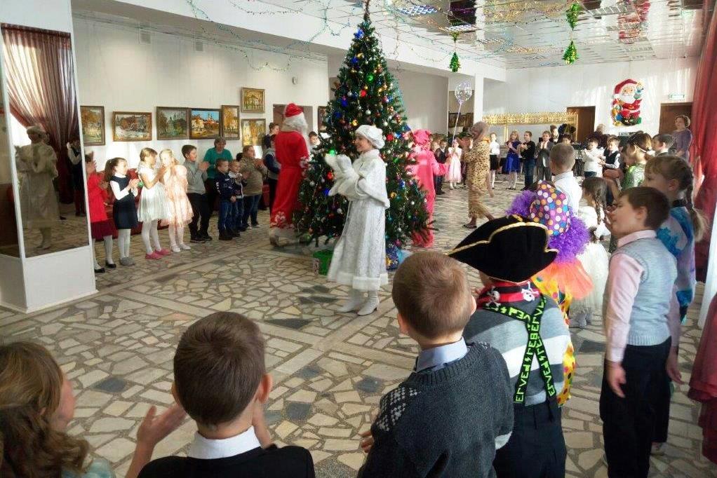 Посетить губернаторские елки в районах Ярославской области смогут более 2 тысяч детей