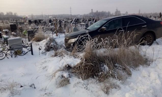 В Ярославле лишили прав разворотившего кладбище водителя
