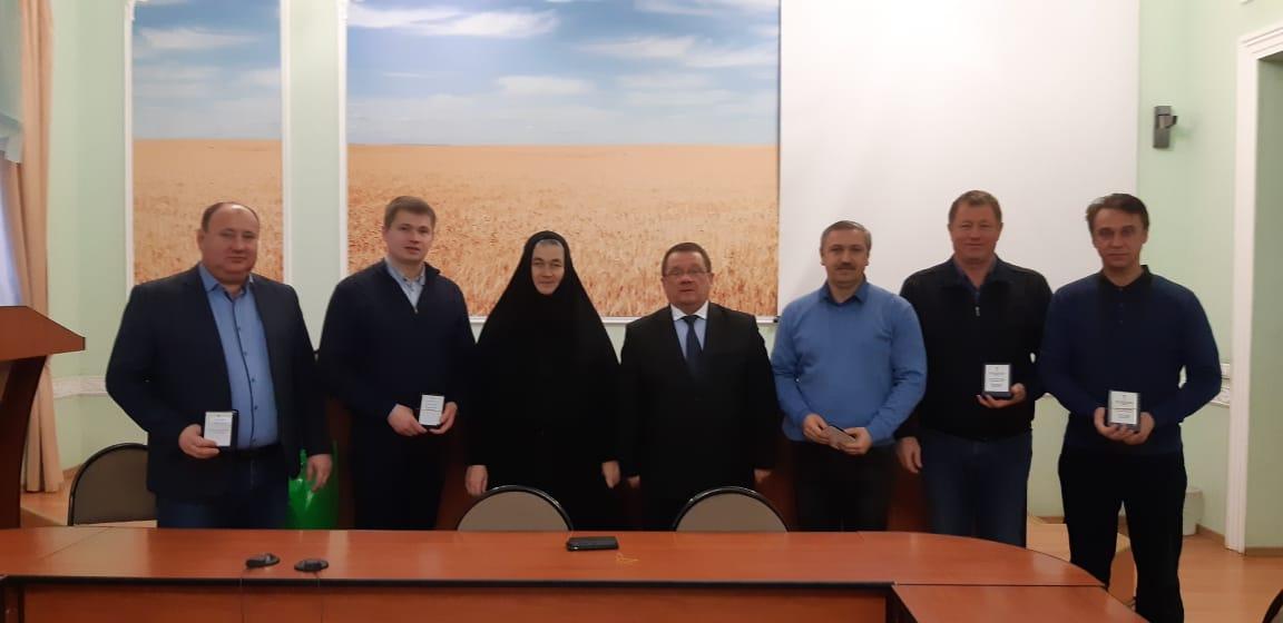 За помощь Толгскому монастырю руководителям сельскохозяйственных предприятий вручили медали