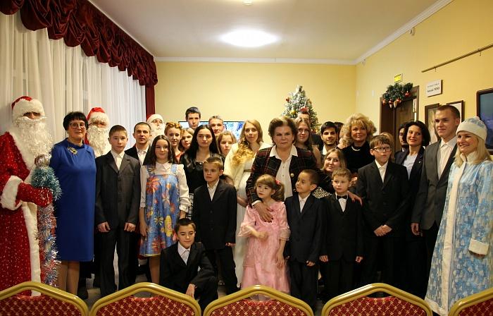 Валентина Терешкова поздравила ребят в детском доме «Чайка»