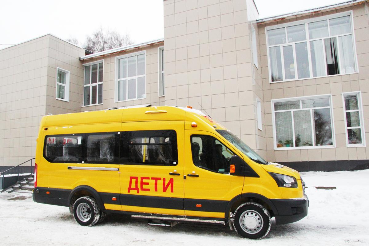 Воскресенской общеобразовательной школе Любимского района передан новый автобус