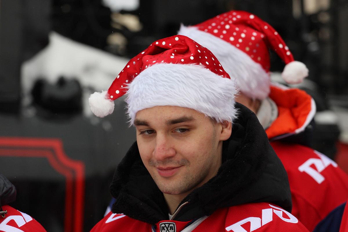 «Локомотив» сделал командное новогоднее фото на фоне паровоза