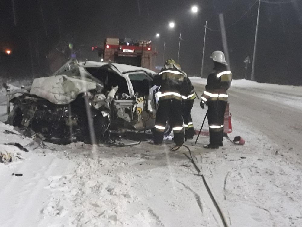 На трассе Ярославль – Рыбинск произошло смертельное ДТП с участием такси