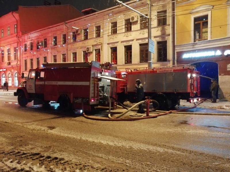 Ночью в центре Ярославля полыхал дом