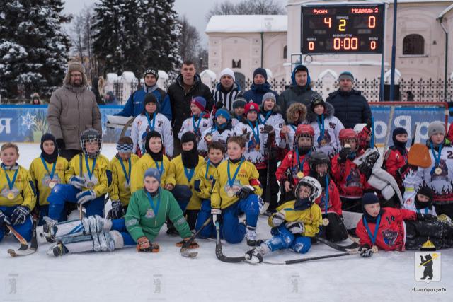 В центре Ярославля прошел детский турнир по хоккею с мячом